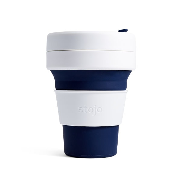 stojo Pocket Cup - faltbarer Coffee to go Becher in Dunkelblau (indigo)